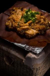 朴葉味噌は飛騨焜炉で焼いて食べる