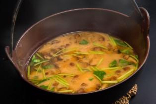 きのこと豆腐の鉄鍋味噌汁